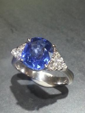 and triangles pavé sapphire ring