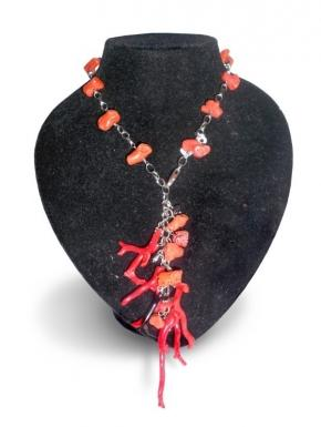 Necklace with natural coral